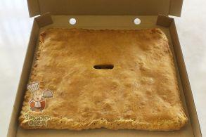 Пирог из слоеного теста с капустой, фаршем (2,4 кг.)